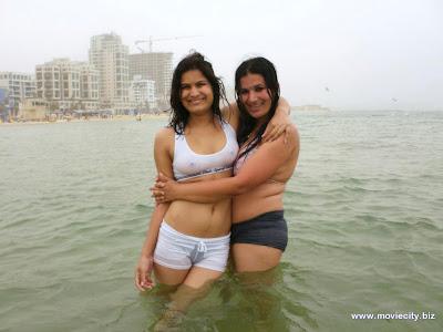 indian girl wet dress nip slip, indian girls in water park pics