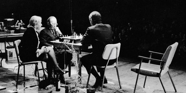 http://1.bp.blogspot.com/-qLMWlw_qyjY/UBWmiDs8jVI/AAAAAAAABFY/u6R307n8HoI/s640/john-cage-marcel-duchamp-chess.jpg
