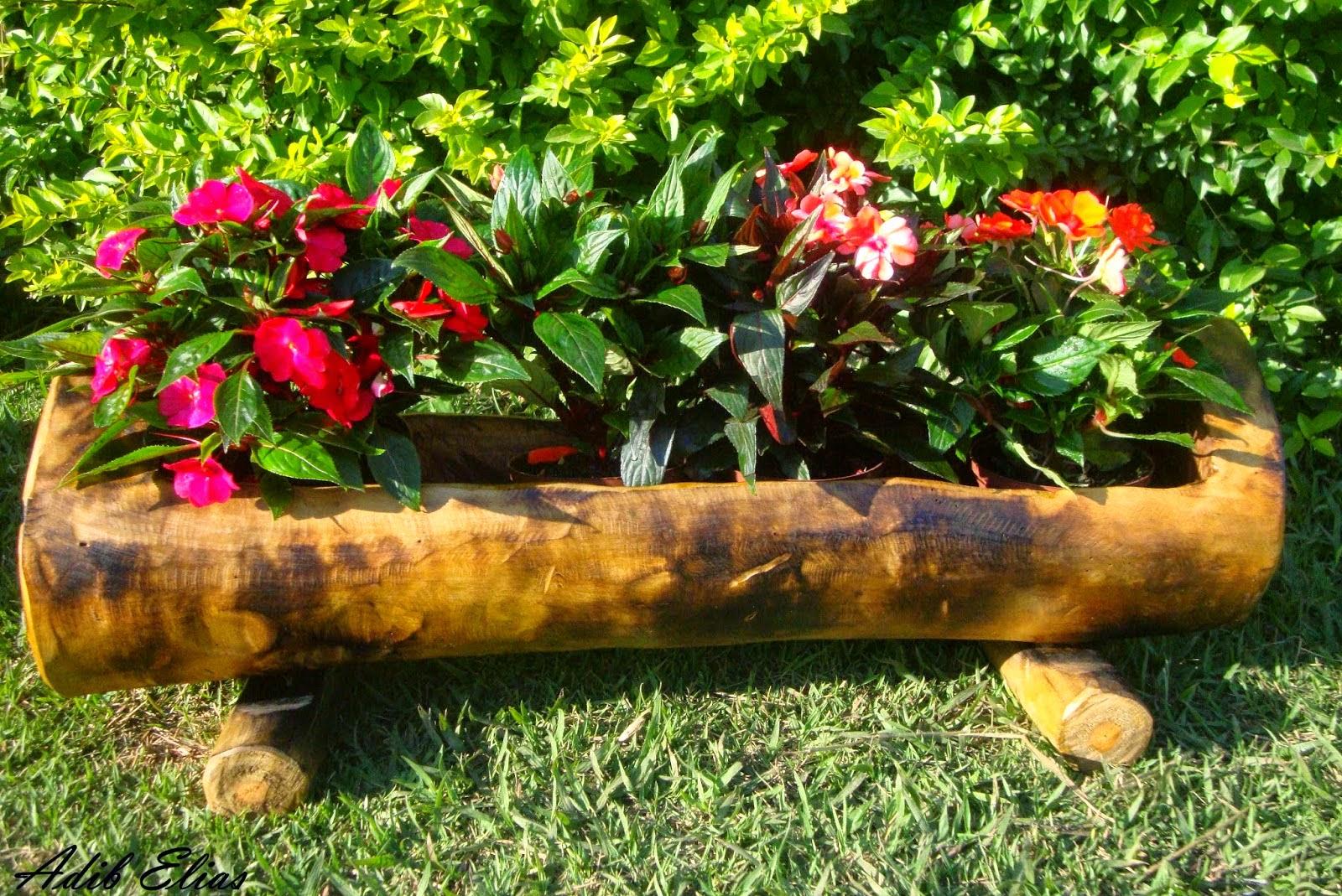 Troncos e raizes: Floreiras em troncos de madeira reciclada #AAAD1E 1600x1069