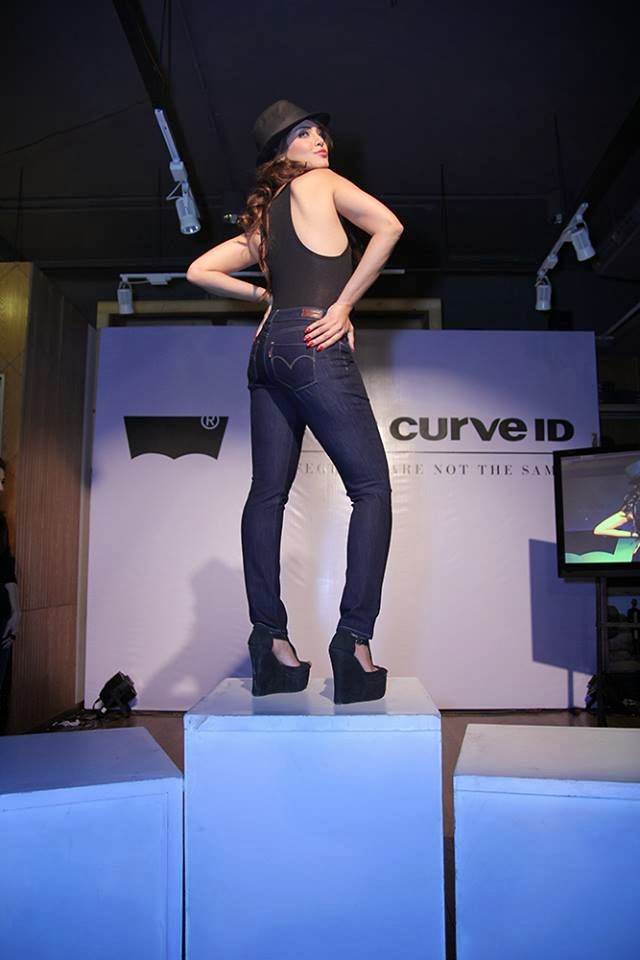 New Levi's Pakistan Presented Denim Jeans Collection 2014 Curve ID