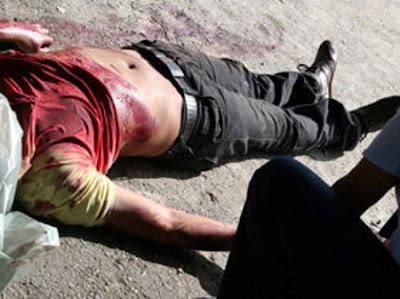 Multitud le quita hombre a la policía y lo linchan porque mató a un comerciante a machetazos