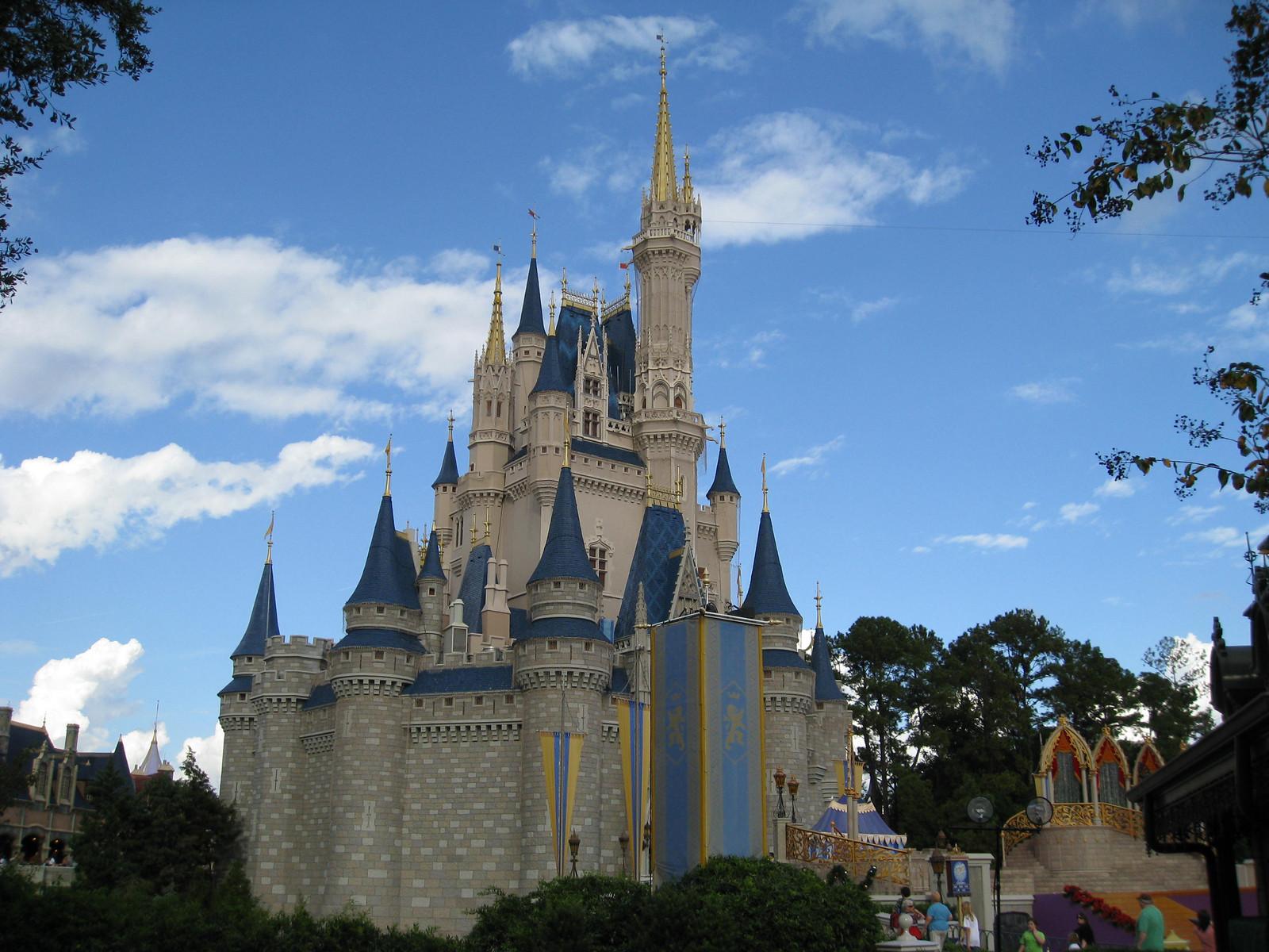 http://1.bp.blogspot.com/-qM6YuQPwF0g/TbVgBJdZy1I/AAAAAAAADbc/mu1K68YE0Os/s1600/disney-castle_3_1600_x_1200.jpg