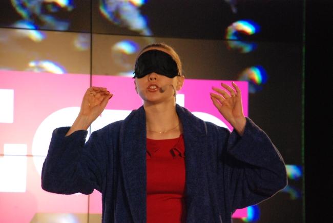 Joanna Bagniewska podczas krajowego finału FameLab 2014 - fot. www.granty-na-badania.com
