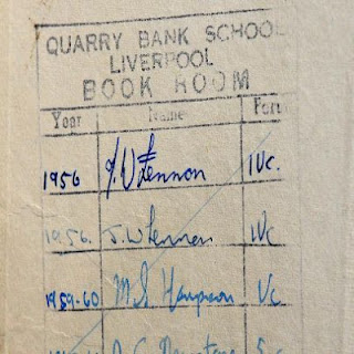 Livro escolar de John Lennon vai a leilão