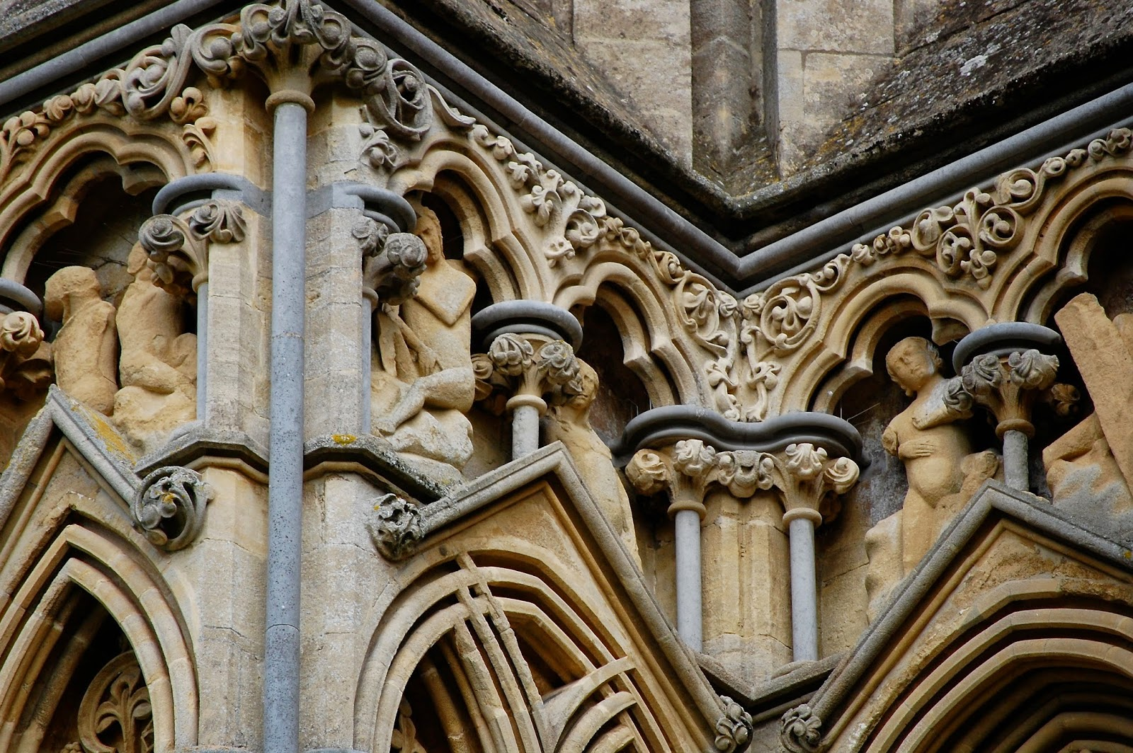 Statuary and hidden faces on Wells Cathedral facade