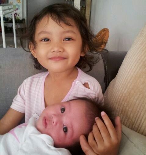 Baby Dhiya n Baby Dian