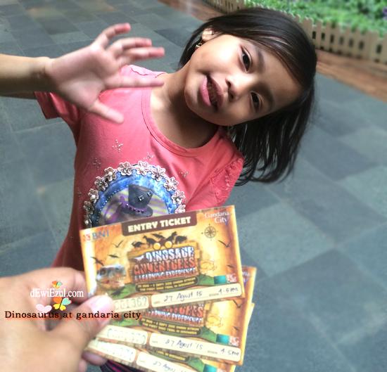 show dinosaurus adventure gandaria city