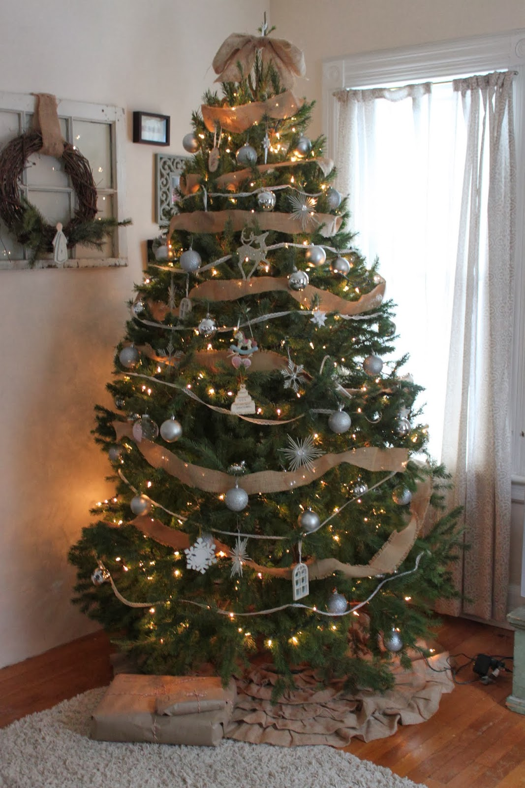 Color schemes for christmas trees - For The Past Two Years I Ve Gone With A Burlap Lace And Silver Color Scheme Mostly Because I M Really Picky About Things Matching And Those Colors Match