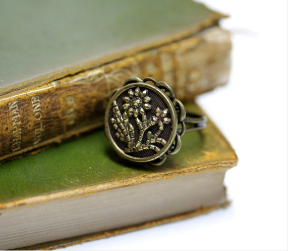 Antique Daisy Button Ring by ChatterBlossom #antique #jewelry #flower