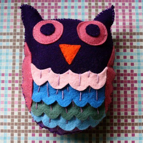 http://kimbercrafts.wordpress.com/2013/11/26/adorable-felt-owl/