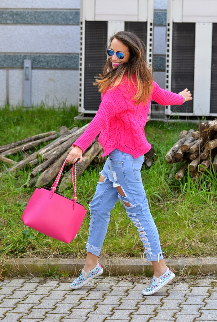 pink bag sweater outfit