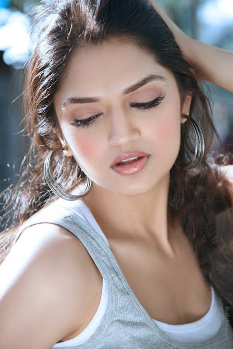 side gorgeous tara alisha glamour  images