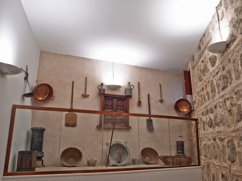 Útiles para la elaboración del mazapán en Monasterio de San Clemente en Toledo