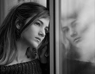 La tristeza, es como la distancia, cuánto mas lejos esté la persona que causa heridas, duele mas.
