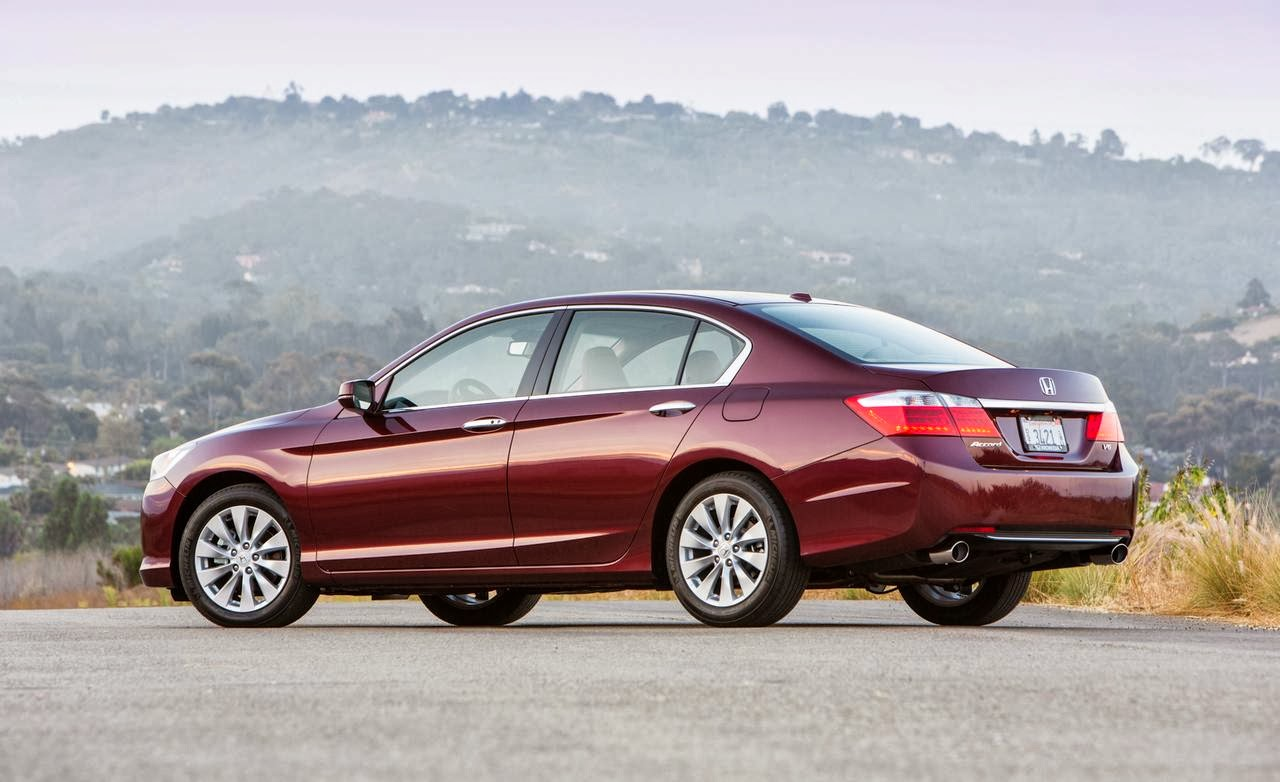 Rear 3/4 view of 2014 Honda Accord EX-L