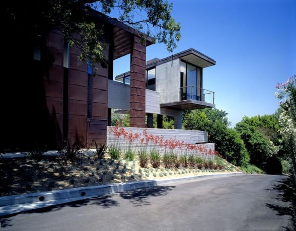 Redelco Residence in Studio City-California
