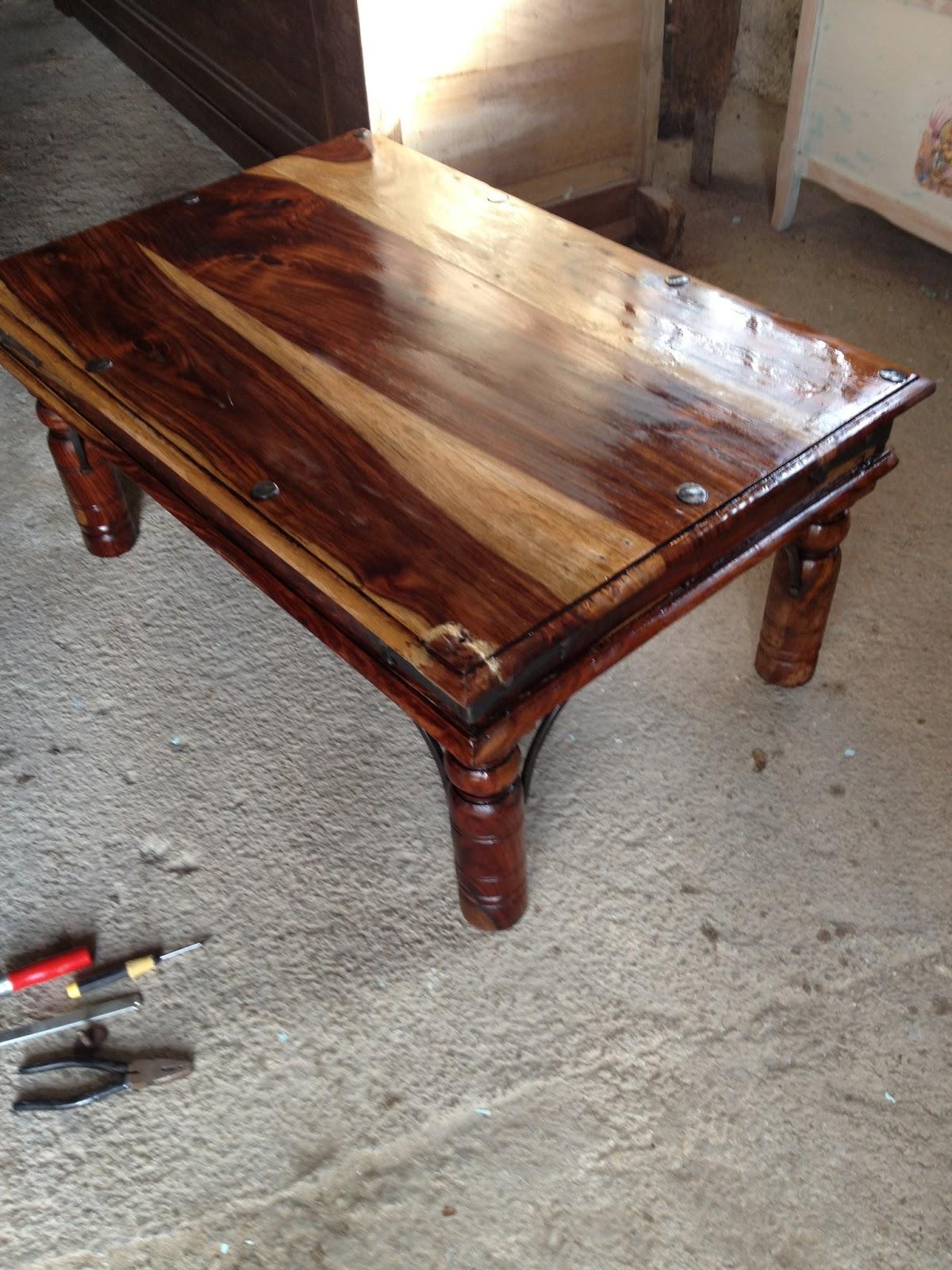 R novation d 39 une table basse en bois exotique mes - Proteger une table en bois brut ...