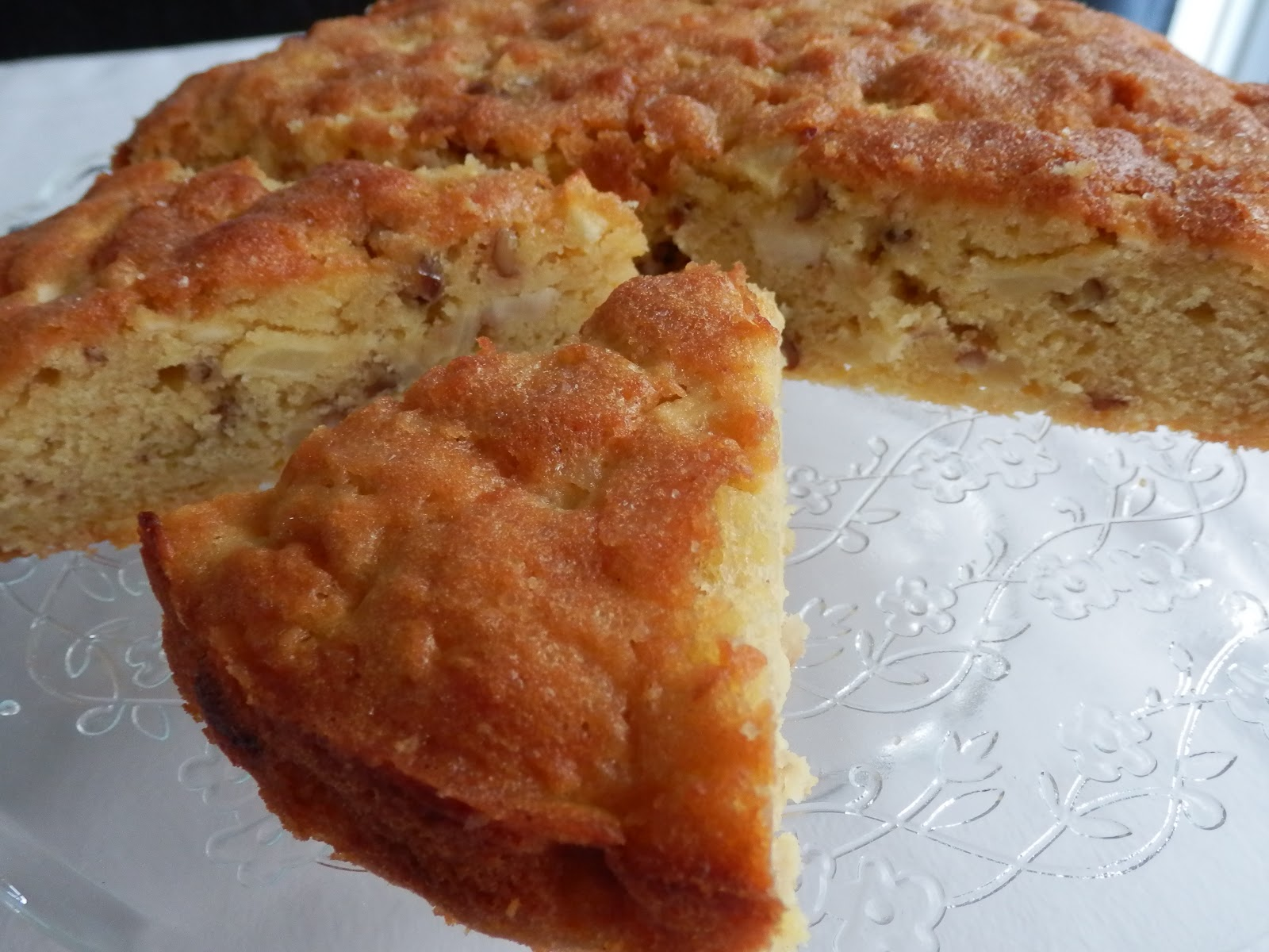 LEEKS & LIMONI: Apple and Walnut Cake