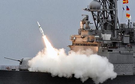 Tên lửa Standard II được bắn đi trong cuộc tập trận.