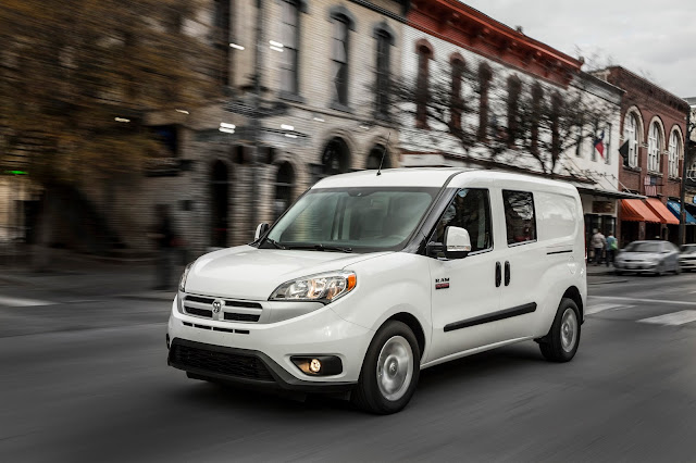 Front 3/4 view of 2015 Ram Promaster City Tradesman