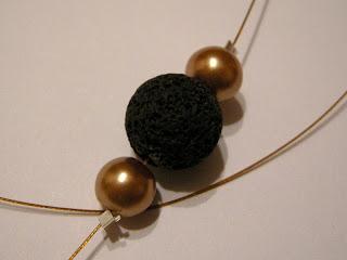 biżuteria z półfabrykatów i decoupage - złoty wisior (wisiorek)