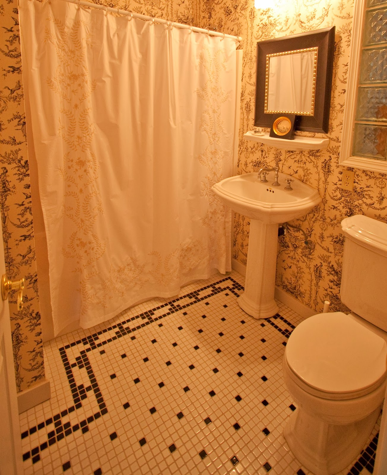 Antique Style: To Toile Or Not, That Is The Question