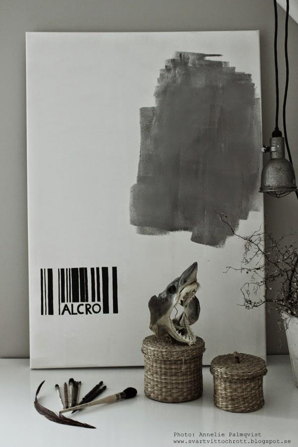 alcro, pashmina färg, lunar grey, tavla, tavlor, färgprov, färgprover, svart vitt och grått, haj, penslar, pensel,