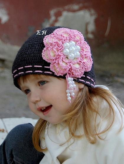 19 ноя 2013 Шапочки и шапки для девочек я вяжу крючком своим дочкам. . Иногда подбираю схемы и вяжу для мальчиков