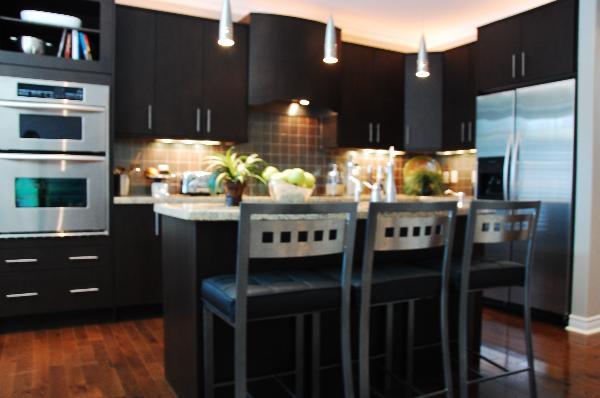 Modernen Küchen in dunklem Holz - Bilder Galerie mit Hausideen ...