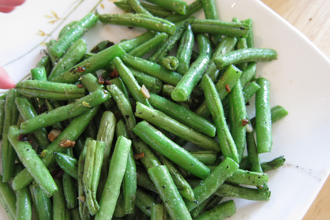 Fried Green beans with Garlic (a fantastic snack)