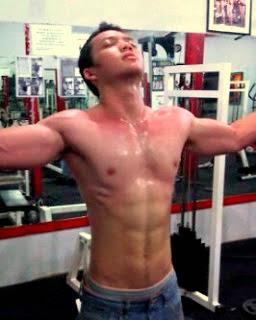 Reggie Gantira Gym Keringat