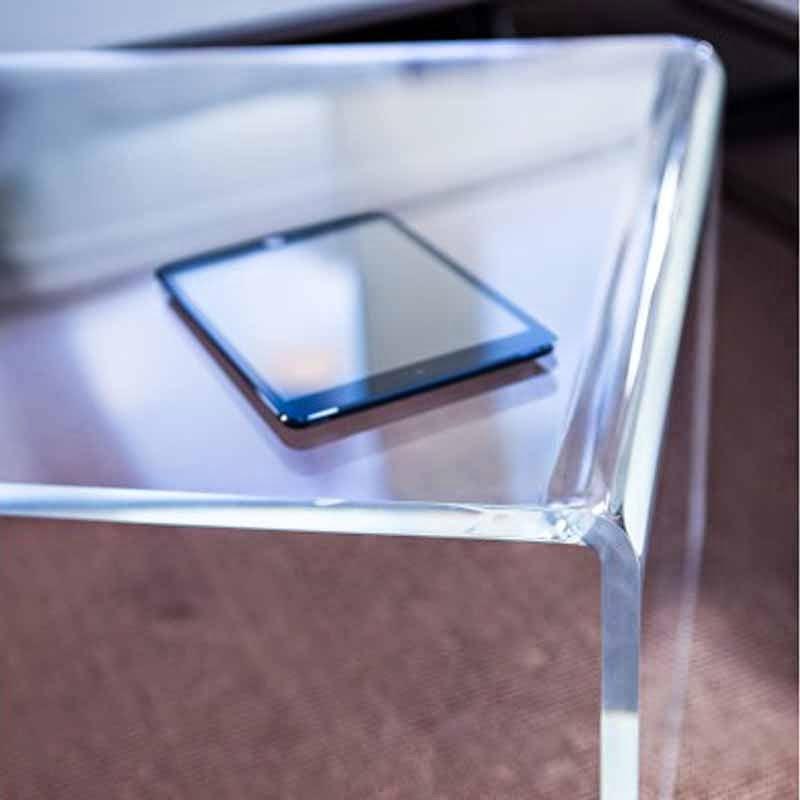 tavolini in plexiglass a Verona