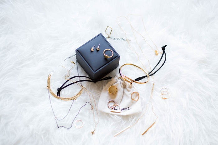 von vogue gold accessories