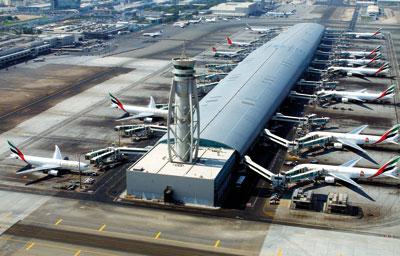 Η διάρκεια των απευθείας πτήσεων από το αεροδρόμιο της Αθήνας προς το αεροδρόμιο DXB του Ντουμπάι είναι 4 ώρες και 20 λεπτά.