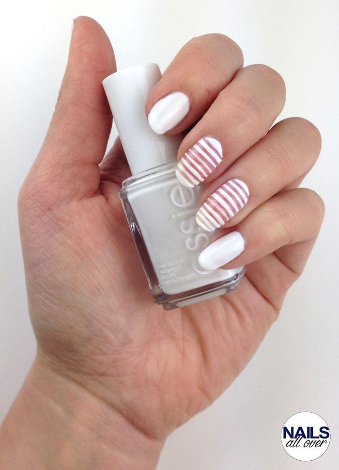 Sehr einfaches Nageldesign nur mit einem Nagellack: Essie Blanc!