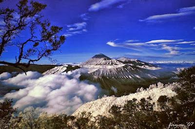 Gunung Jaya Wijaya Papua