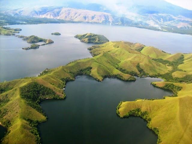 Berwisata Menikmati Pesona Danau Sentani