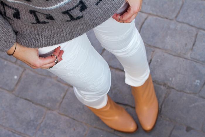 bloguera valenciana de moda  con jeans rotos blancos de la marca Meltin' Pot