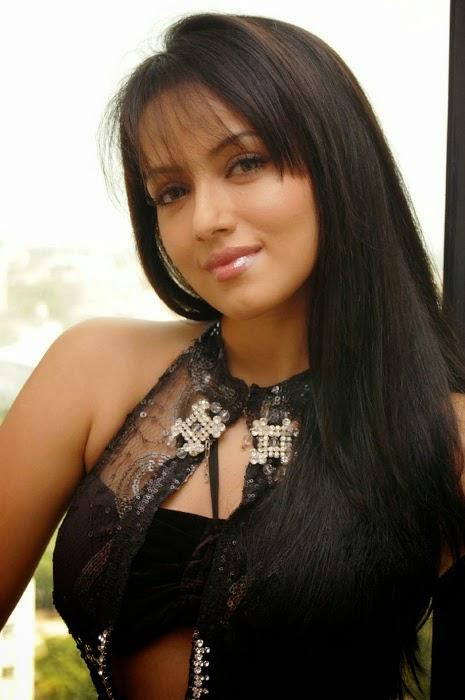 sana khan hot cleavage pics