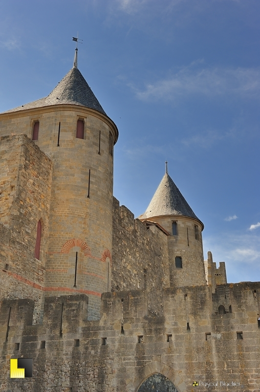 Carcassonne deux tours photo au delà du cliché