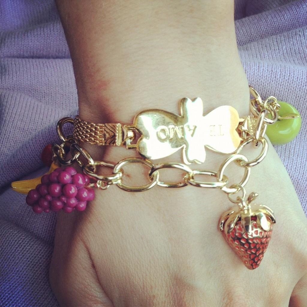 http://1.bp.blogspot.com/-qR4Je_32Ax8/T89u5E_etvI/AAAAAAAAFQU/fiuPmTy4LFI/s1600/JewelMint+Sneak+Peek+Juicy+Fruit+Charm+Bracelet+Kate+Bosworth+Twitter+1.jpg