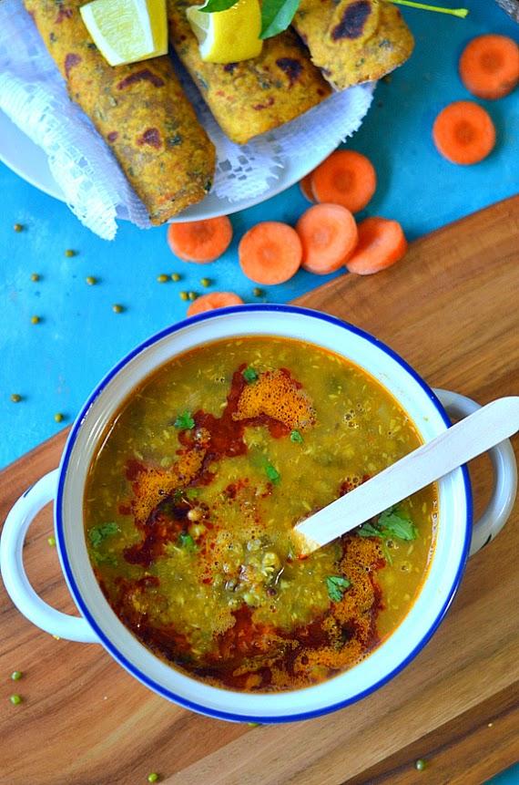 maharashtrian usal recipe | sprouted moth beans in coconut based gravy {vegan mofo 2014# 8}