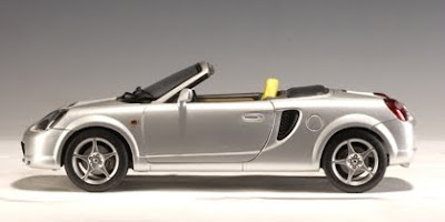Marks Diecast AutoArt 78716 2000 Toyota MR2 Spyder Silver Right Hand Drive