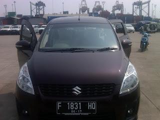 Proses pengecekan mobil Isuzu Ertiga F 1831 HD di Pelabuhan