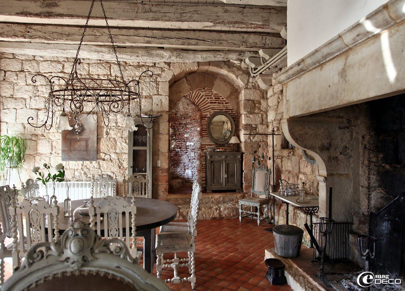 Le salon-salle à manger du Relais de Roquefereau
