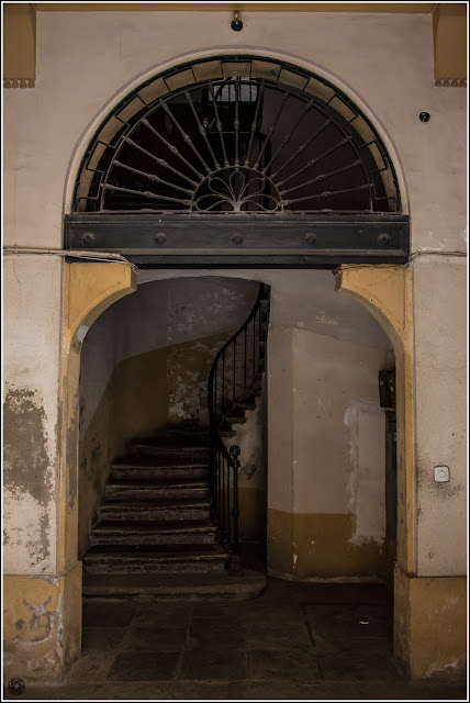 Vic, Catalunya: viejo portalón