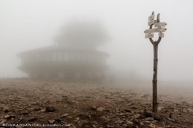 Karkonosze - Śnieżka we mgle
