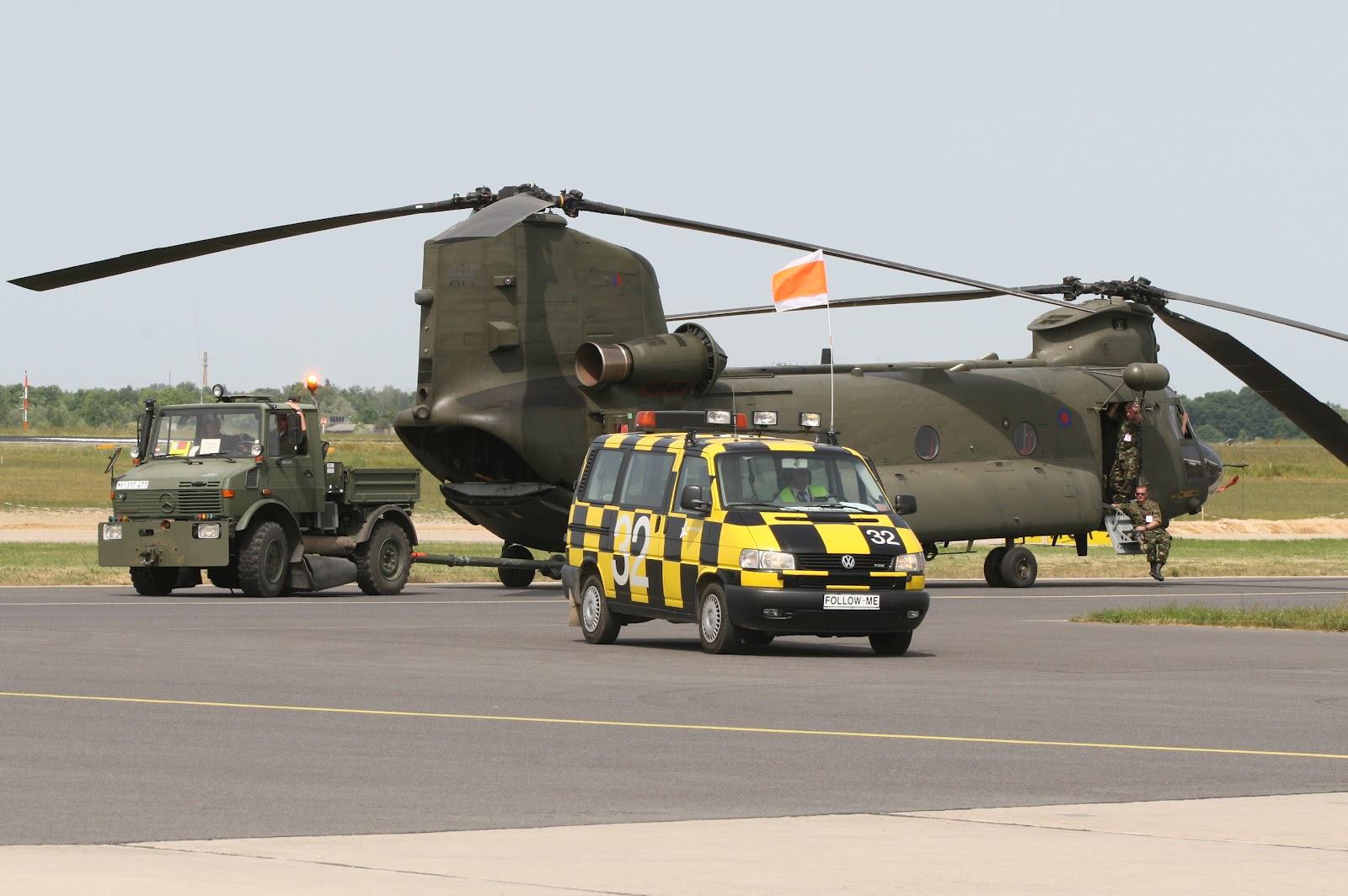 http://1.bp.blogspot.com/-qSDL-Ou2UlY/T_WkTVYy1aI/AAAAAAAAKiY/BKz_Gxlo9w8/s1600/boeing_ch47_chinook_royal_air_force.jpg
