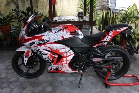 foto modifikasi sepeda motor kawasaki ninja 250r dibawah ini monggoo title=