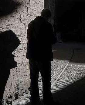 Silencio... va el animal hombre...silencio